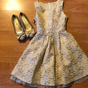 Other - Beautiful Girl's Gold Lace Dress